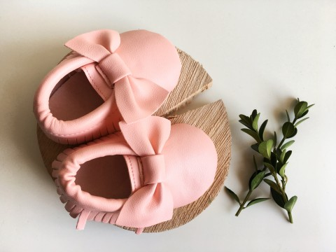 Pink bow moccs